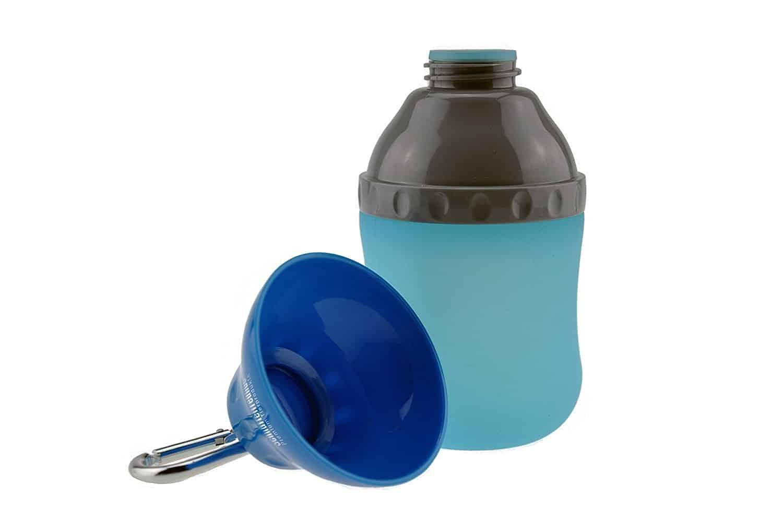 hunde wasserflasche unterwegs
